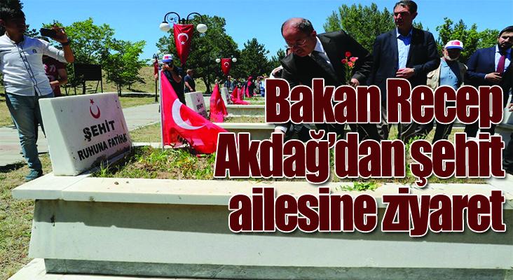Bakan Recep Akdağ'dan şehit ailesine ziyaret