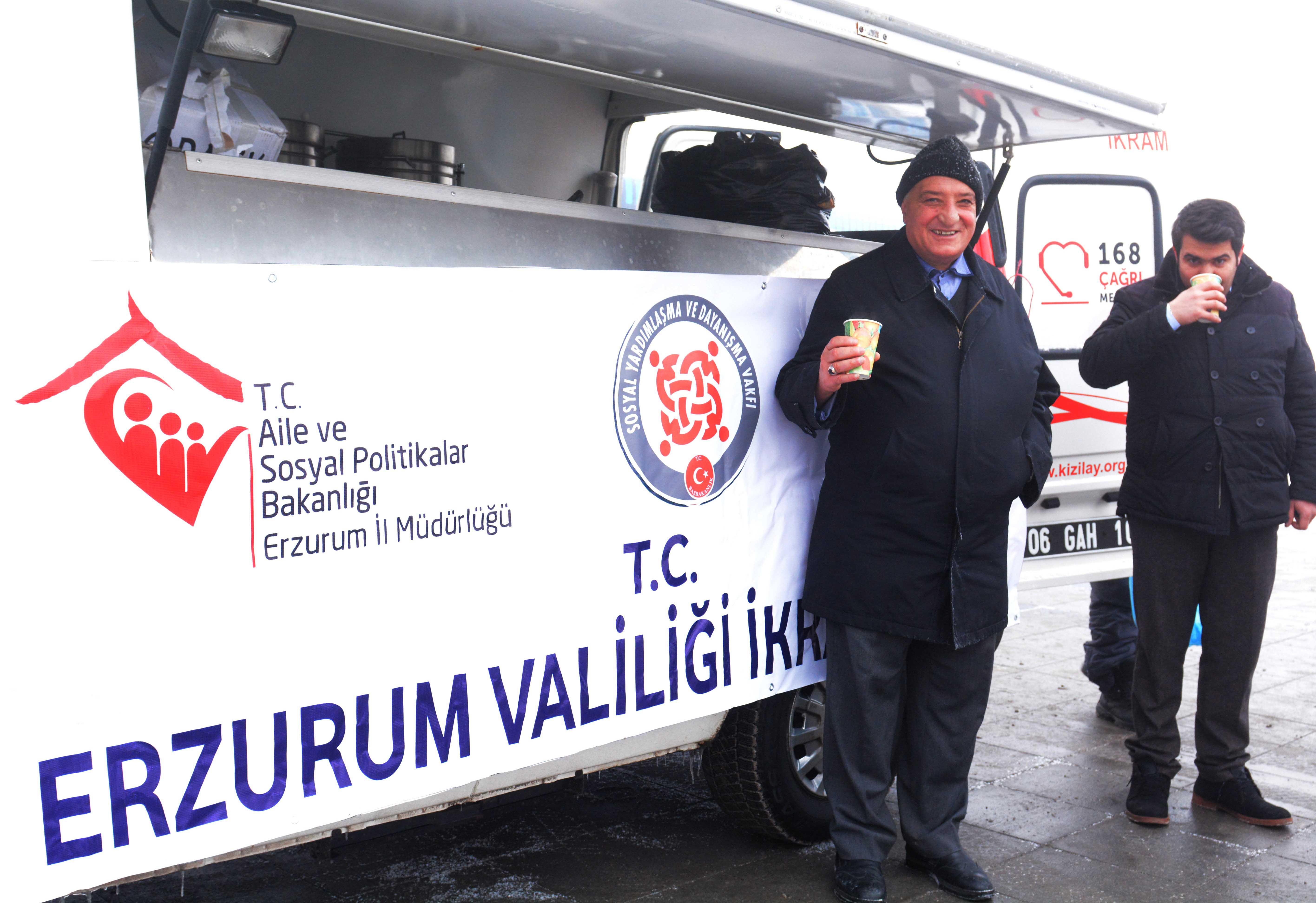 Erzurum Valiliğince vatandaşlara ücretsiz çorba dağıtılıyor
