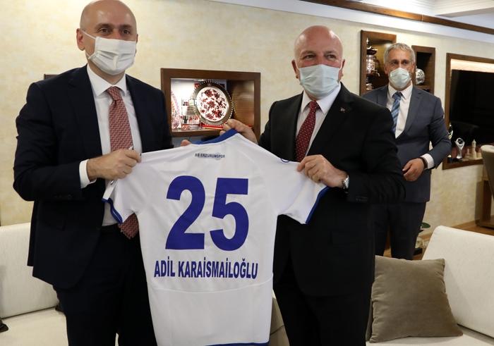 Bakan Karaismailoğlu'ndan Başkan Sekmen'e övgü...
