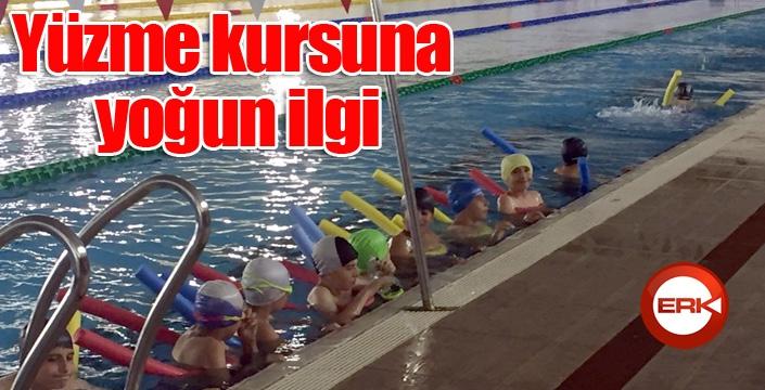 Erzurum'da düzenlenen yüzme kursuna yoğun ilgi