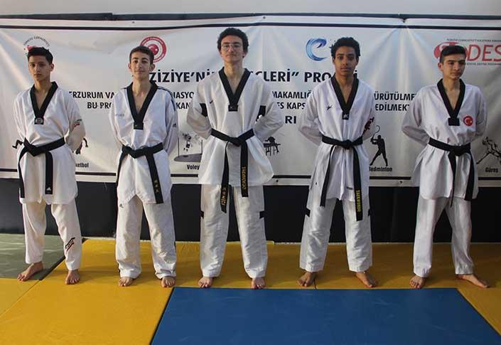 Erzurumlu taekwondoculardan gururlandıran başarı