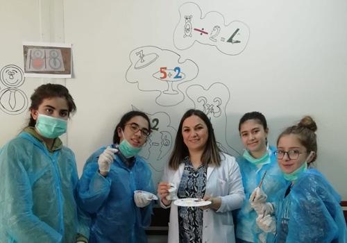 Hastane duvarlarını matematiksel objelerle renklendirdiler