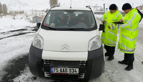 Jandarma trafik ekipleri emniyet kemeri denetimi yaptı