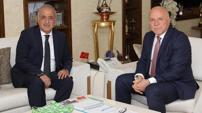 Rektör Çomaklı'dan Mehmet Sekmen'e hayırlı olsun ziyareti