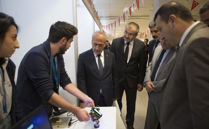 TÜBİTAK Üniversite Proje Yarışmaları Bölge Sergisi Atatürk Üniversitesinde başladı